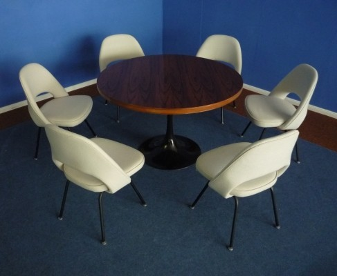 Dinner set from the fifties by Eero Saarinen for Knoll International