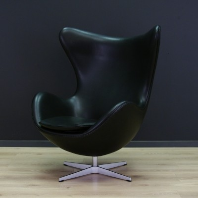 The Egg lounge chair from the nineties by Arne Jacobsen for Fritz Hansen