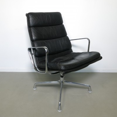 EA215 office chair from the sixties by Charles & Ray Eames for Herman Miller