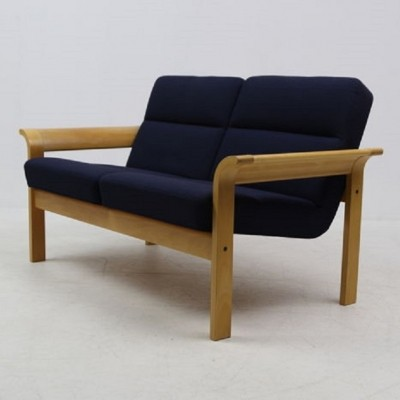 characteristic chairs of the 8000 series icon