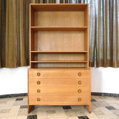 RY-100 cabinet from the fifties by Hans Wegner for Ry Møbler