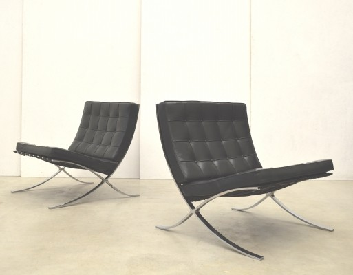 Set of 2 Barcelona lounge chairs from the eighties by Ludwig Mies van der Rohe for Knoll International
