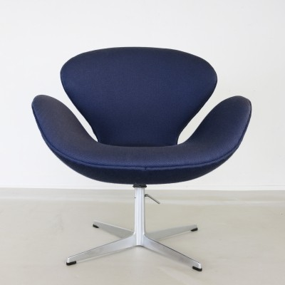 Swan / 3322 lounge chair from the sixties by Arne Jacobsen for Fritz Hansen
