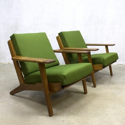 Pair of arm chairs by Hans J. Wegner for Getama, 1950s