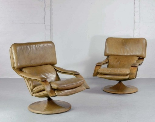 Exclusive Pair of Scandinavian Swivel Cognac Leather Lounge Chairs