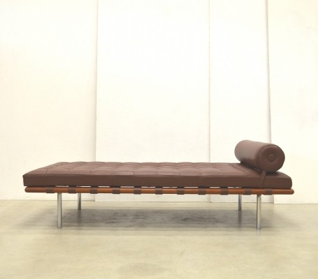 barcelona daybed by ludwig mies van der rohe for knoll 1970s