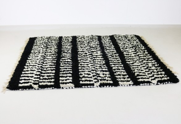 Quality rug with a beautiful black & white pattern, 1980s