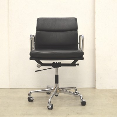 EA217 office chair by Charles & Ray Eames for Vitra, 1980s