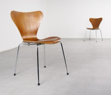 2 x 3107 Series 7 dinner chair by Arne Jacobsen for Fritz Hansen, 1970s
