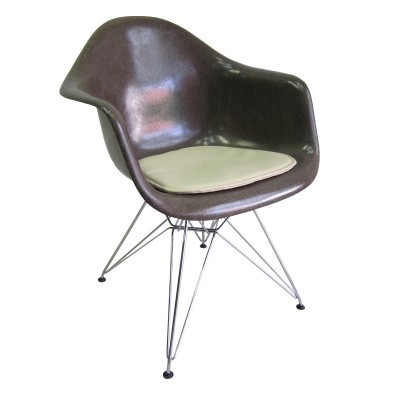 Vintage Eames fiberglass armchair with wire base & seating pad