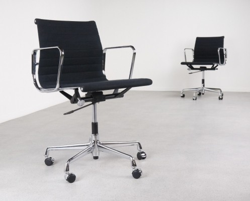2 x EA 118 office chair by Charles & Ray Eames for Vitra, 1990s