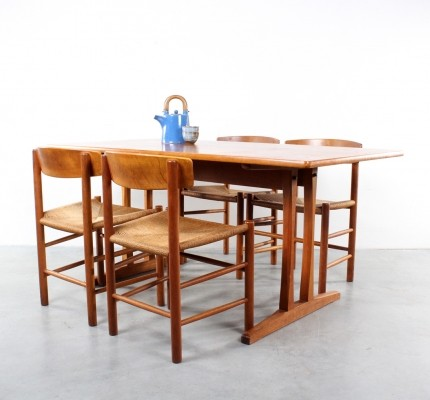 Dining set with J39 chairs & C18 shaker table by FDB Møbler