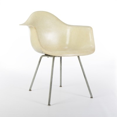 Original 1st Generation Zenith Parchment Eames DAX Shell Chair - Repaired
