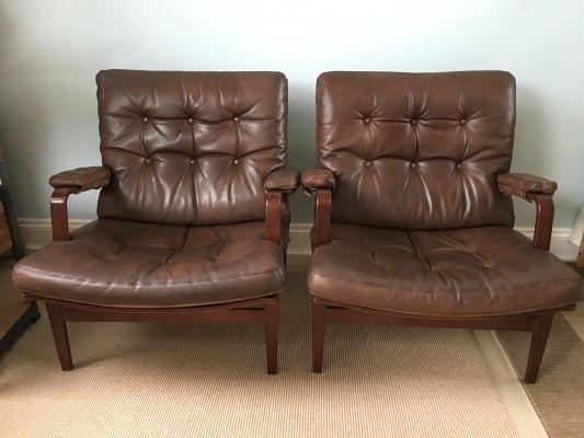 Pair of Patinated brown leather 'Ingrid' chairs by Bruno Mathsson for Dux