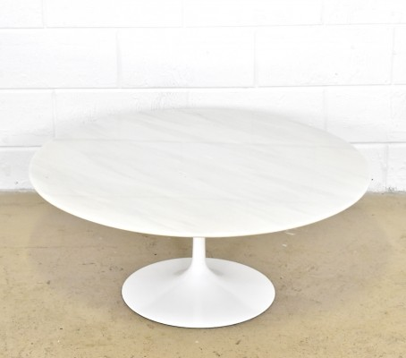 Round marble coffee table by Eero Saarinen for Knoll International
