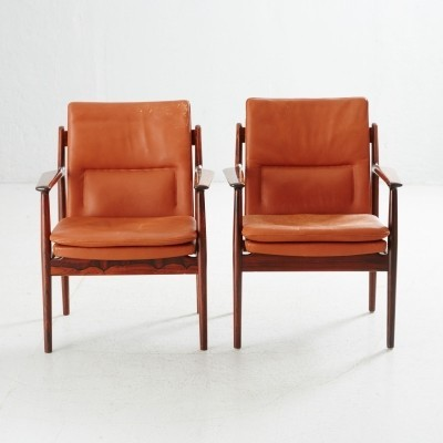 Pair of Arne Vodder 431 leather & rosewood armchairs