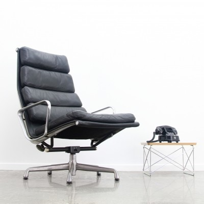 Eames EA222 lounge chair soft pad in black leather, 1990s
