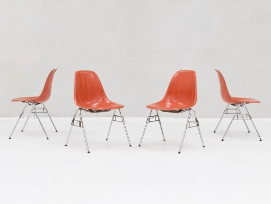 Set of 4 DSS stacking chairs in fiberglass by Charles & Ray Eames for Herman Miller