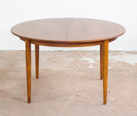 Danish round table in teak with 2 extension plates