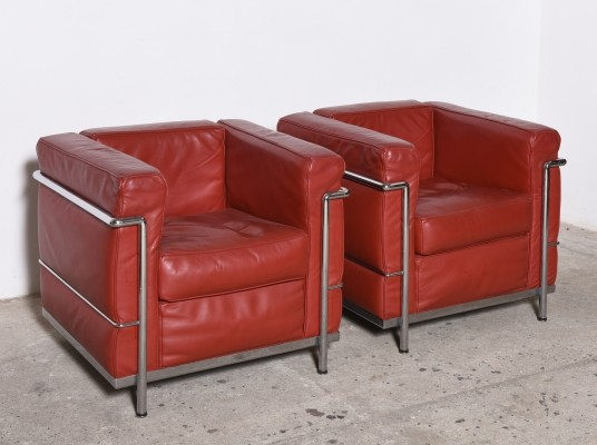Pair of Red Leather LC2 easy chairs by Le Corbusier for Cassina, 1985