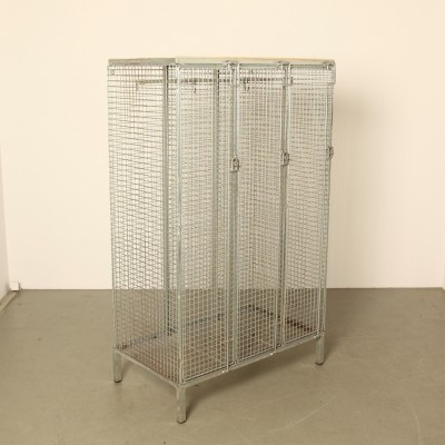 Steel wire mesh clothing locker with wood top