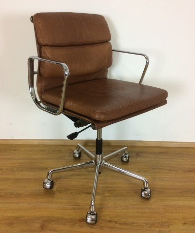 Leather 'EA217' Eames office chair by Herman Miller with Vitra base