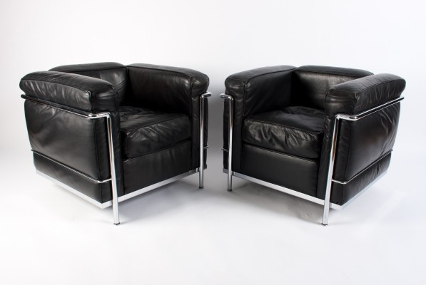 Pair of Black Leather Chrome 'LC2' lounge chairs by Le Corbusier for Cassina, 1980s