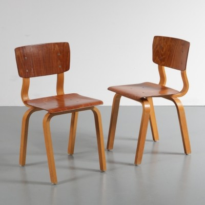 Set of two kids chairs made of high quality two-toned birch plywood