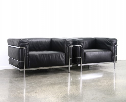 Black leather LC3 'grand comfort' by Le Corbusier & Charlotte Perriand, 1990s