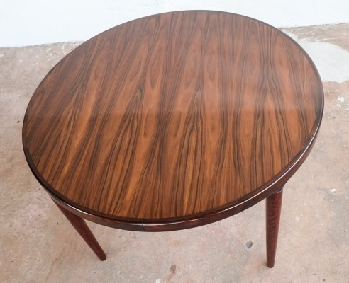 Danish round table in rosewood with 2 extension plates