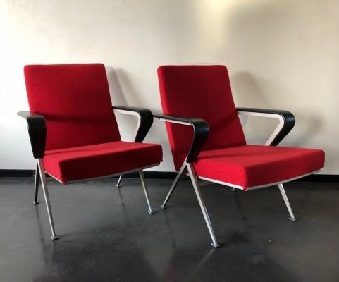 Pair of Repose lounge chairs by Friso Kramer for Ahrend de Cirkel, 1950s