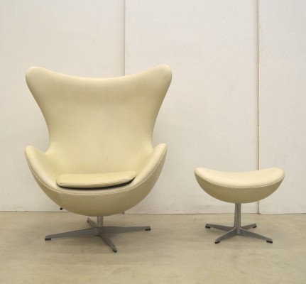 Porcelaine Champagner Egg Chair & Ottoman by Fritz Hansen, 1979