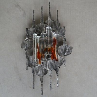Brutalist wall sconce by Tom Ahlström & Hans Ehrlich with a unique Murano glass