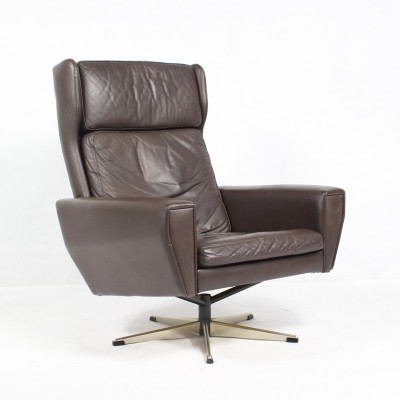 Leather Swivel Lounge Chair by Georg Thams