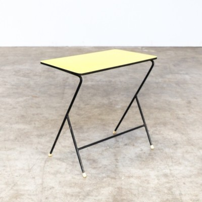 Metal side table with yellow top by Pilastro