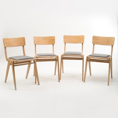 Set of 4 Type 299 'Bumerang' chairs by Gościcino Furniture Factory