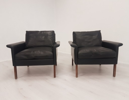 Pair of Hans Olsen lounge chairs model 500