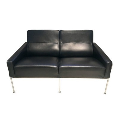 Black Leather Airport Sofa by Arne Jacobsen for Fritz Hansen