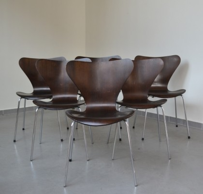 Set of six '3107' dining chairs designed by Arne Jacobsen for Fritz Hansen