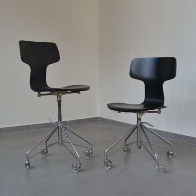 Rare set of two '3103' desk chairs by Arne Jacobsen for Fritz Hansen