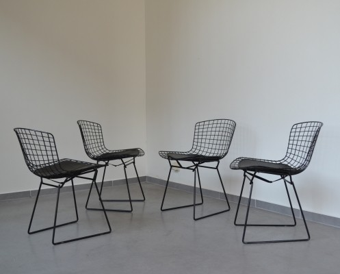 Iconic set of four wire chairs by Harry Bertoia for Knoll International, U.S.A