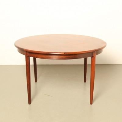 Rosewood Model 15 diningroom table by Niels O. Møller for JL Møller Møbelfabrik