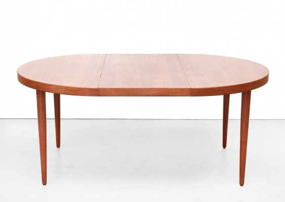 Danish round extendable dining room table by Kai Kristiansen in teak