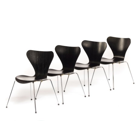 Set of 4 vintage Butterfly chairs model 3107 designed by Arne Jacobsen