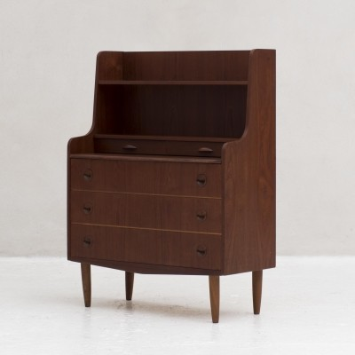 Chest of drawers with 3 large drawers & a pull out leaf