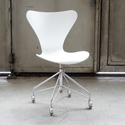 Model 3117 office chair by Arne Jacobsen for Fritz Hansen