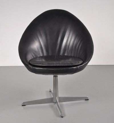 1960s Little Egg swivel chair by Pastoe