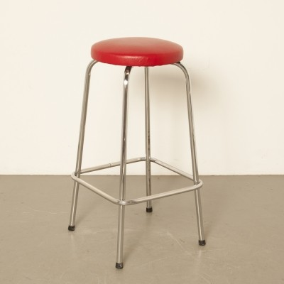 Red chromed tubular steel bar stool