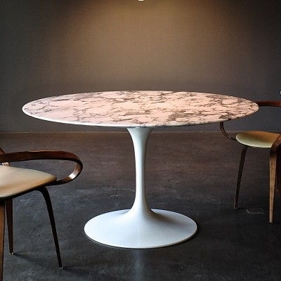 Round Pedestal Dining Table by Eero Saarinen with Marble Top