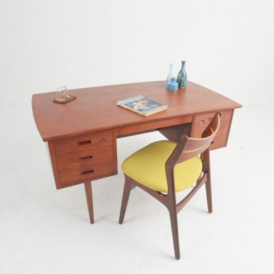 Mid century desk with drawers & an integrated shelf